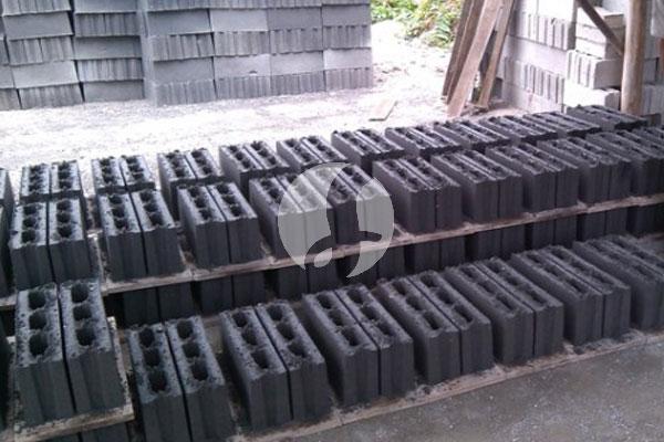 Batako press hitam